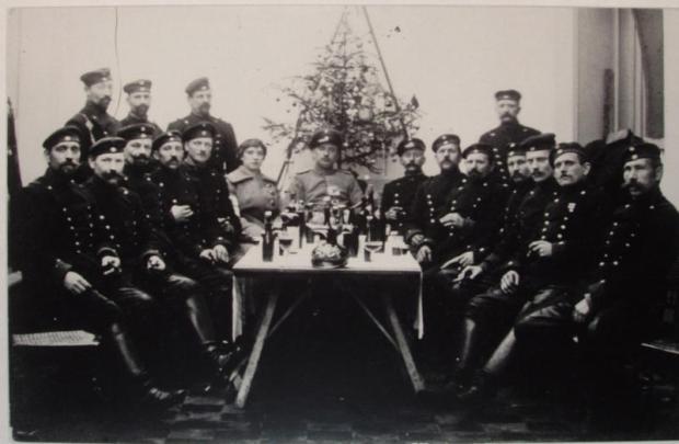 Duitse Ulanen vieren Kerstmis in Stekene (Stekene, d'Euzie, jrg .13, nummer 3 p. 121, fotograaf Leon Mat, www.waaserfgoed.be)