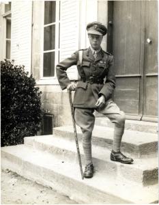 Edward, de jonge prins van Wales, achter het front.